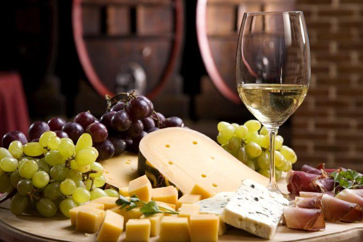 In Which Glasses White Wine Does White Wine Taste Best?