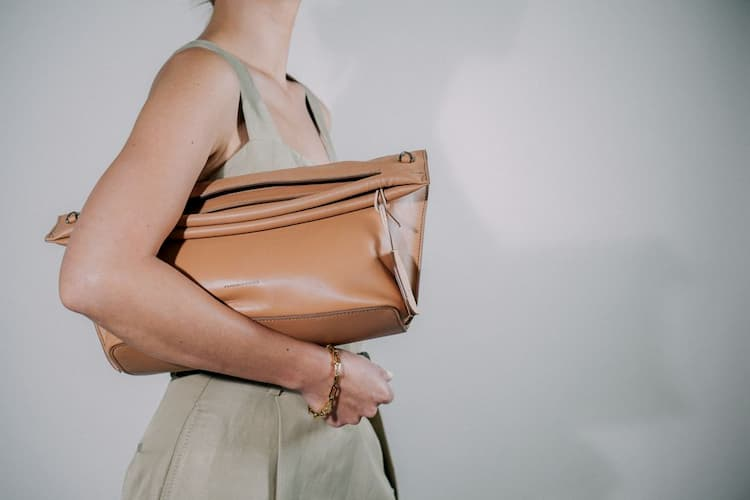 YEN crossbody handbag
