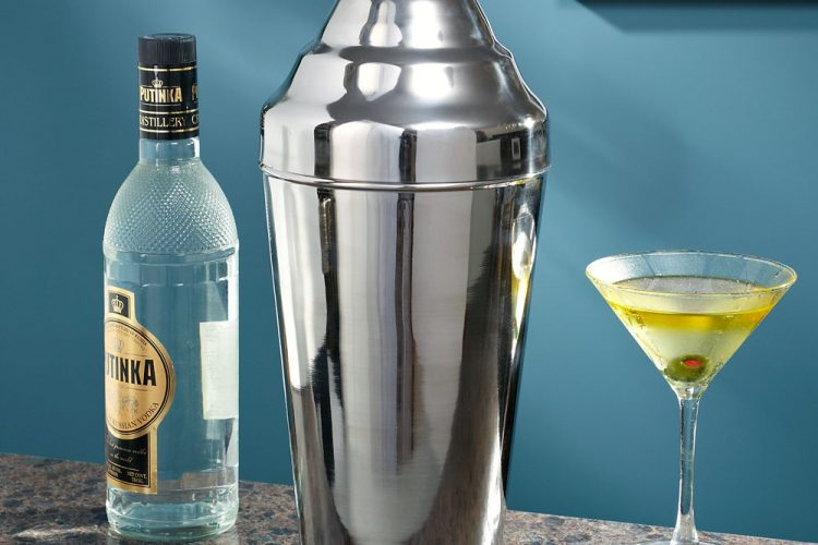 Amp Up Your Home Bartending with the Right Set of Bar Accessories