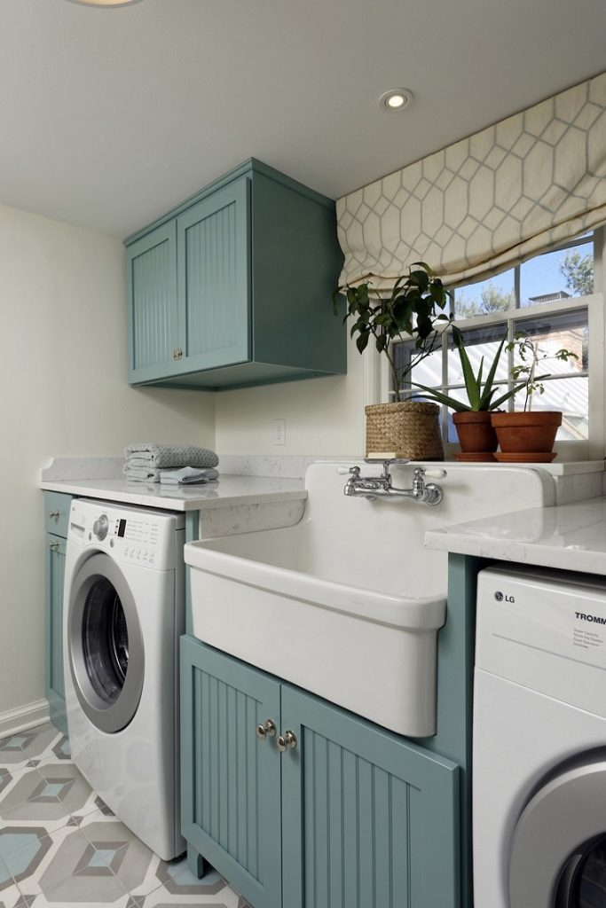 picture of a loundry room with equipment and a quality sink