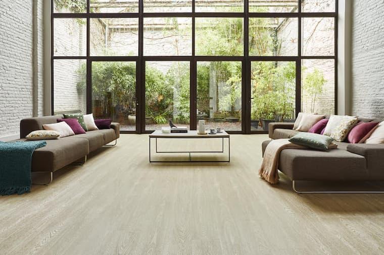 beautiful livingroom with vinyl flooring