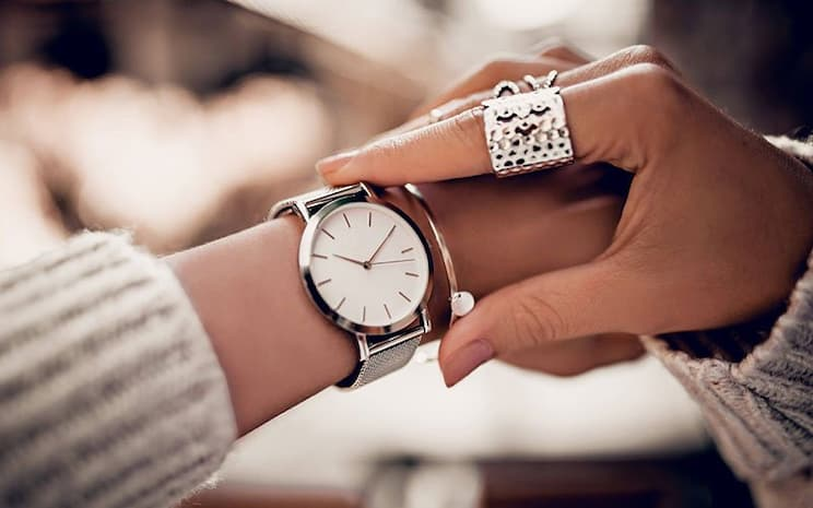 There are so many different designs of women's watches available on the market today. From more casual sports-style watches to elegant bracelets, and smart devices, you can find a good quality watch to complement every occasion and outfit