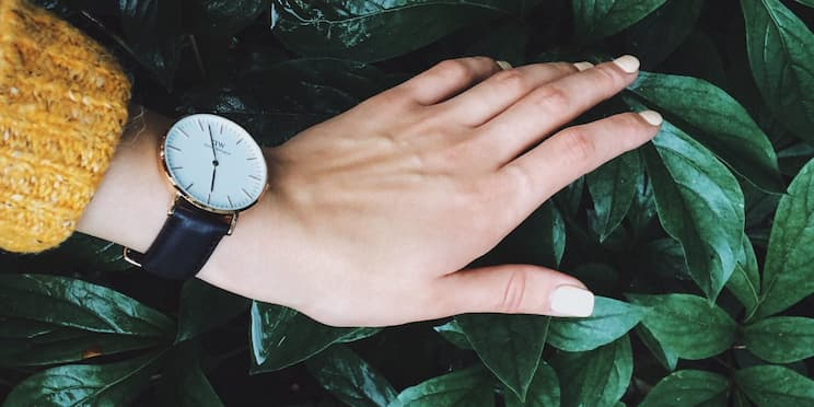 The market is swamped with both cheap imitations and quality brand female watches. However knowing how to spot the difference and which features you should be on the lookout for can save you time, money and help you make a more informed decision